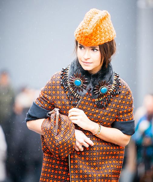 Miroslava Duma con gorro de lana de Tak.Ori